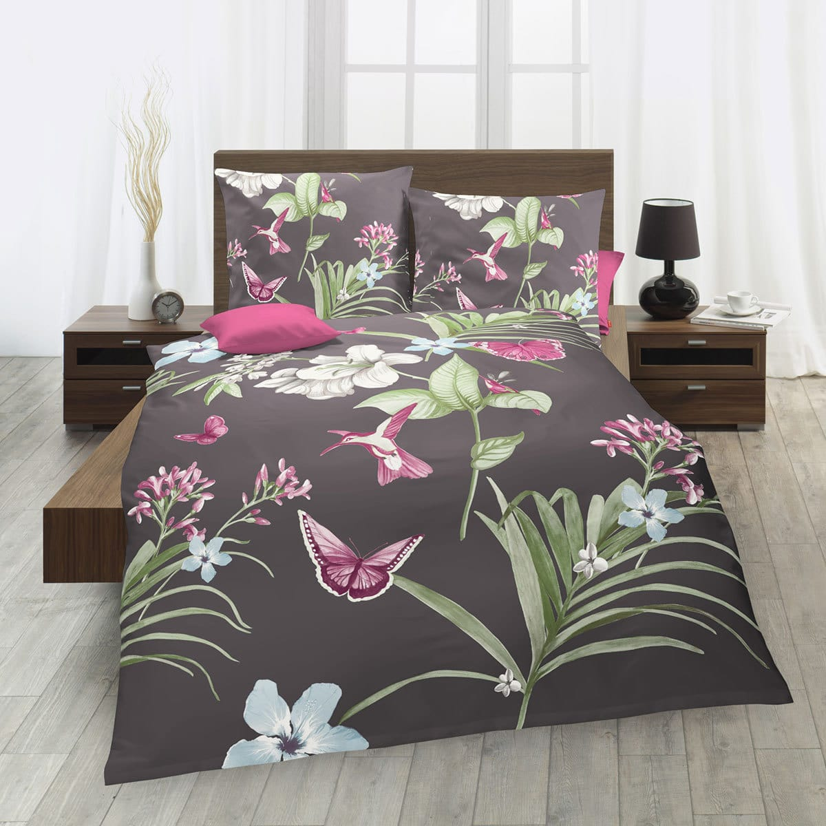 traumschlaf mako satin bettw sche schmetterlinge lila g nstig online kaufen bei bettwaren shop. Black Bedroom Furniture Sets. Home Design Ideas
