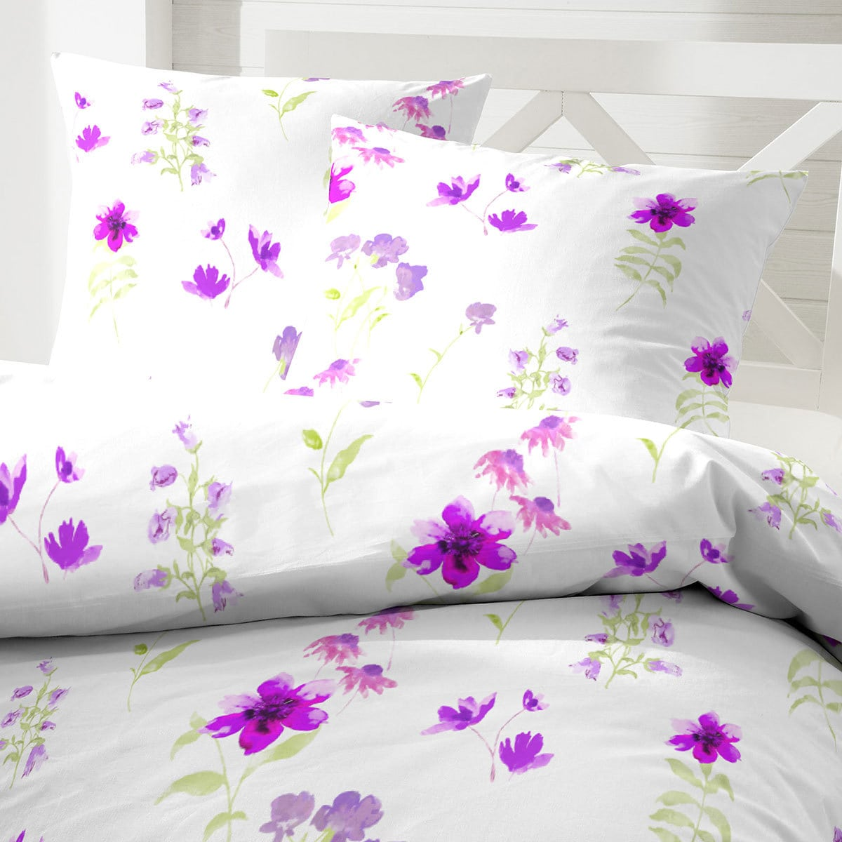 hahn mikrofaser seersucker bettw sche flowers lila g nstig online kaufen bei bettwaren shop. Black Bedroom Furniture Sets. Home Design Ideas