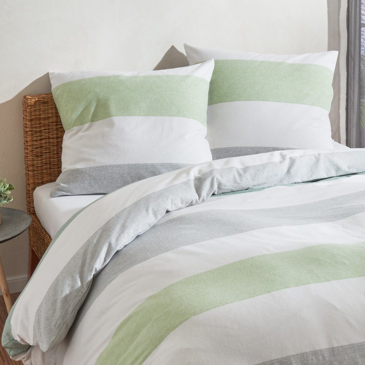 traumschlaf biber bettw sche streifen gr n g nstig online. Black Bedroom Furniture Sets. Home Design Ideas