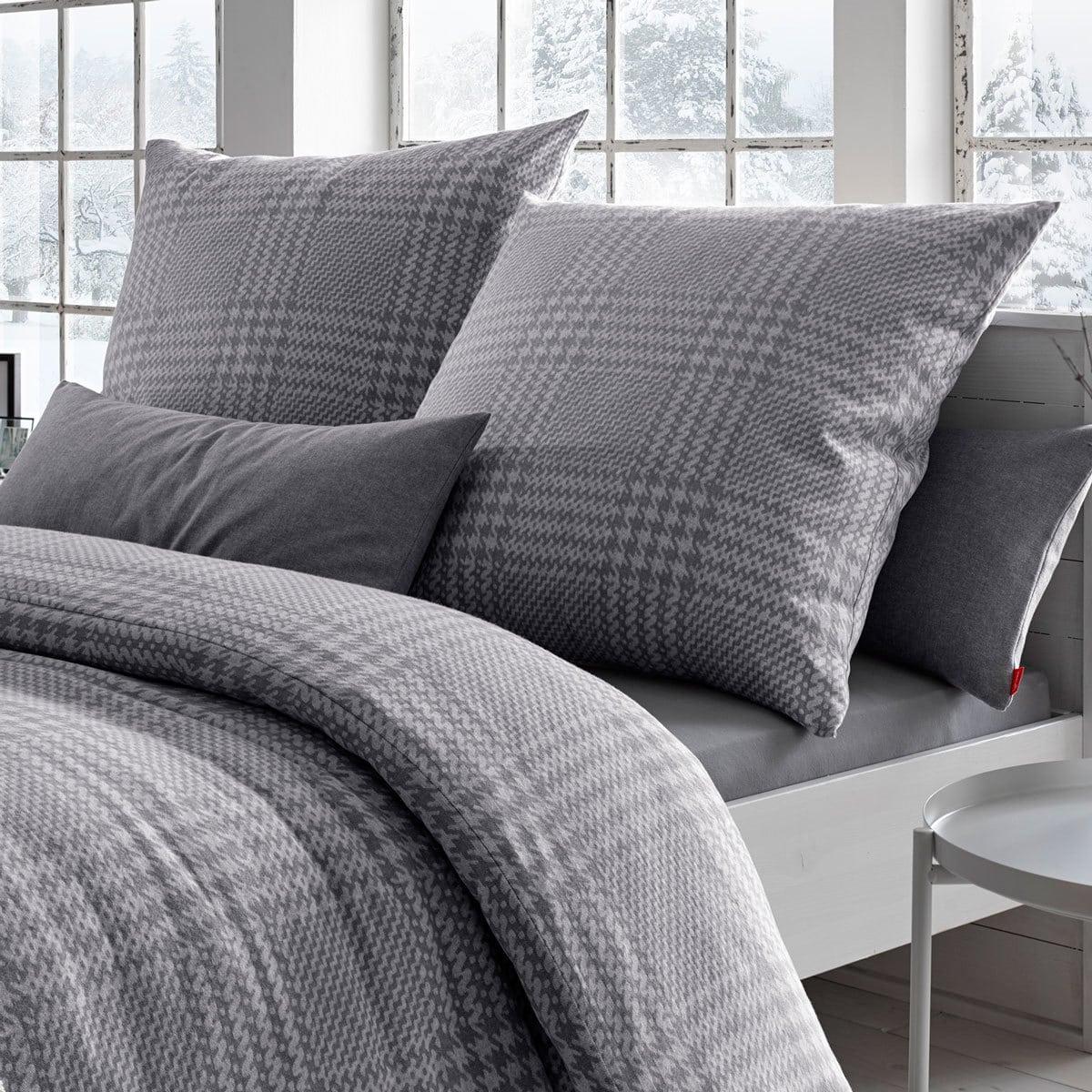fleuresse edelflanell bettw sche hahnentritt grau g nstig online kaufen bei bettwaren shop. Black Bedroom Furniture Sets. Home Design Ideas