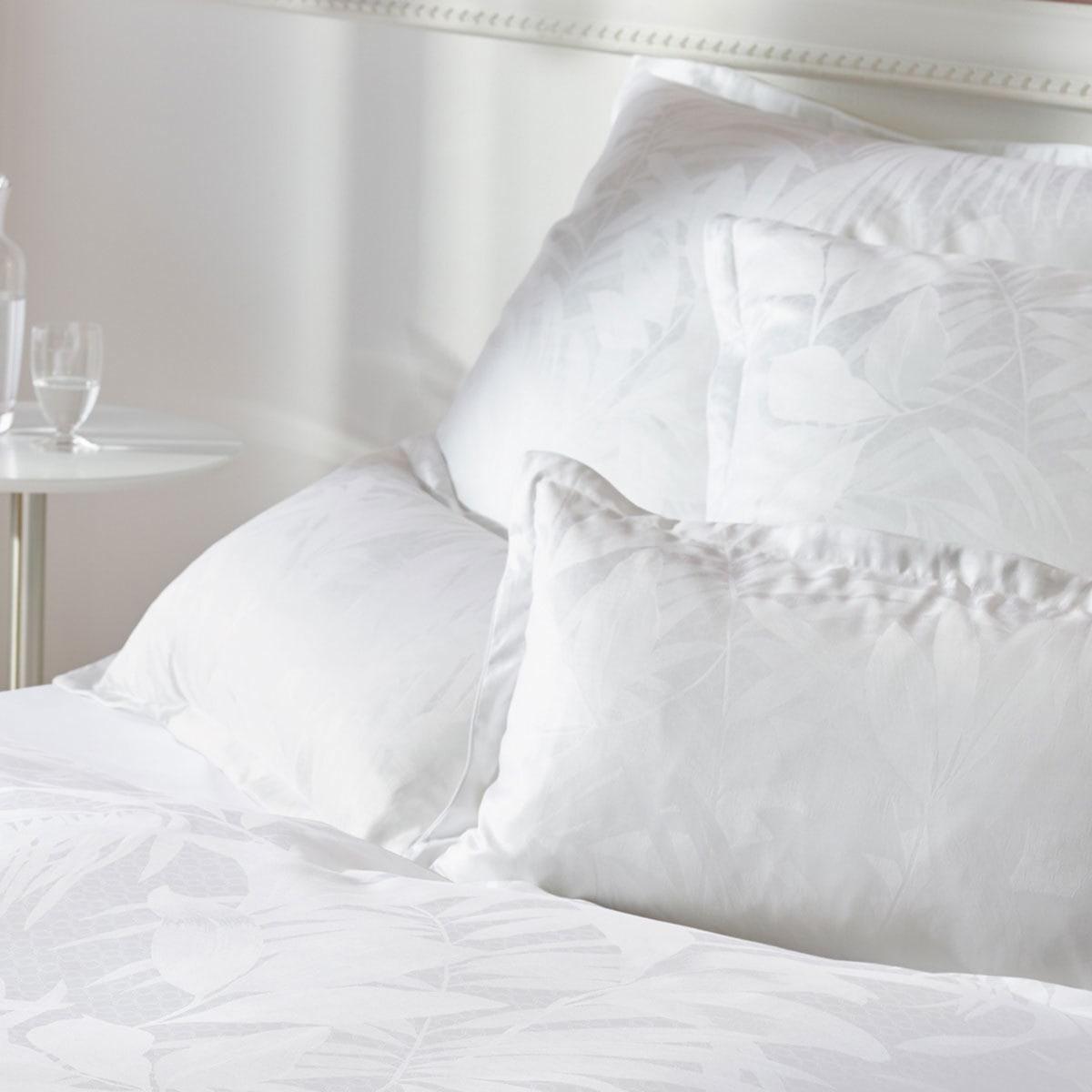 curt bauer mako brokat damast bettw sche cannes weiss g nstig online kaufen bei bettwaren shop. Black Bedroom Furniture Sets. Home Design Ideas