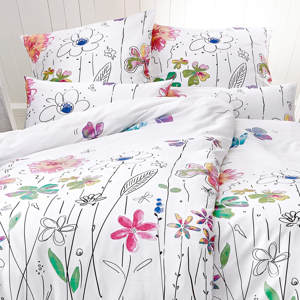 living dreams mako satin bettw sche blumenwiese g nstig online kaufen bei bettwaren shop. Black Bedroom Furniture Sets. Home Design Ideas
