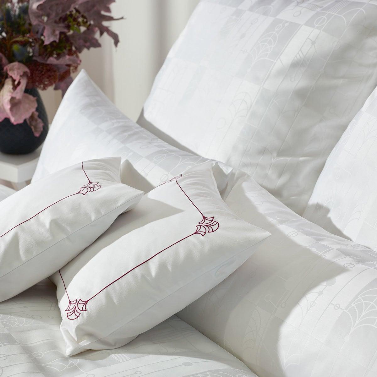 curt bauer mako brokat damast bettw sche cassis weiss g nstig online kaufen bei bettwaren shop. Black Bedroom Furniture Sets. Home Design Ideas