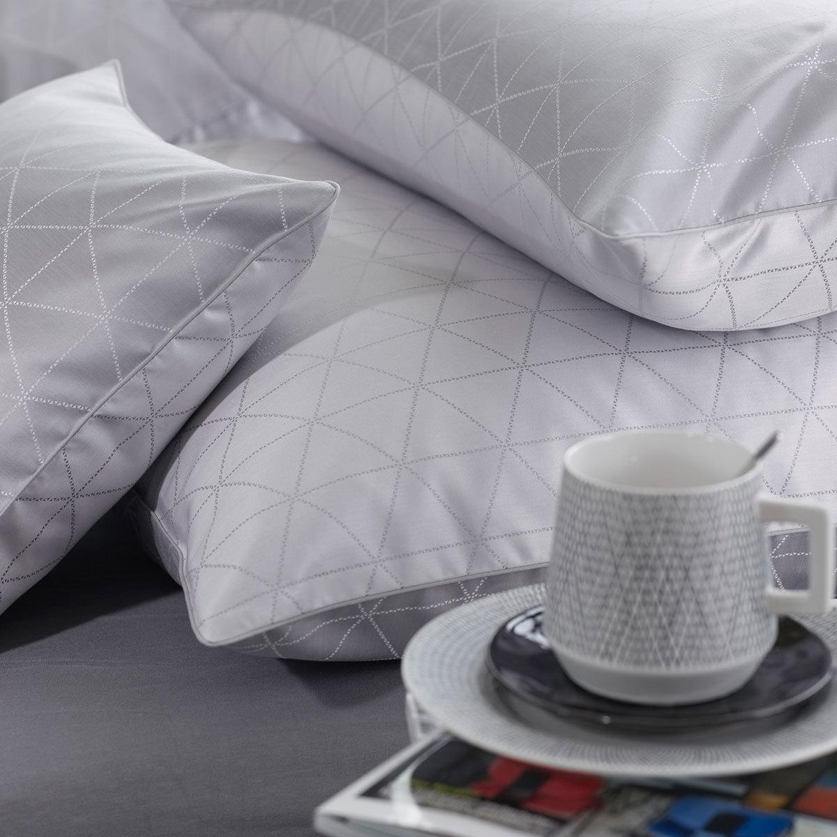curt bauer mako brokat damast wendebettw sche jove perlgrau g nstig online kaufen bei bettwaren shop. Black Bedroom Furniture Sets. Home Design Ideas